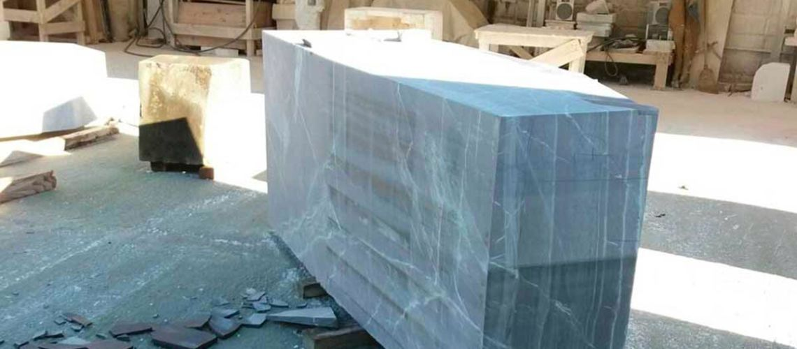 replica del dacio pileatus di boboli galleria bazzanti blocco marmo tagliato