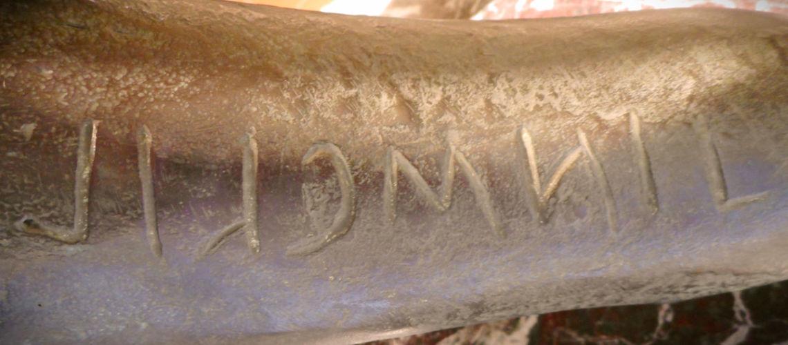 chimera-etrusca-bronzo-replica-galleria-bazzanti-fonderia-marinelli-iscrizione-etrusca