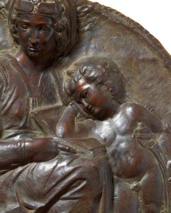bassorilievo scultura in bronzo tondo pitti michelangelo eseguito dalla fonderia marinelli di firenze in vendita presso la galleria bazzanti di firenze